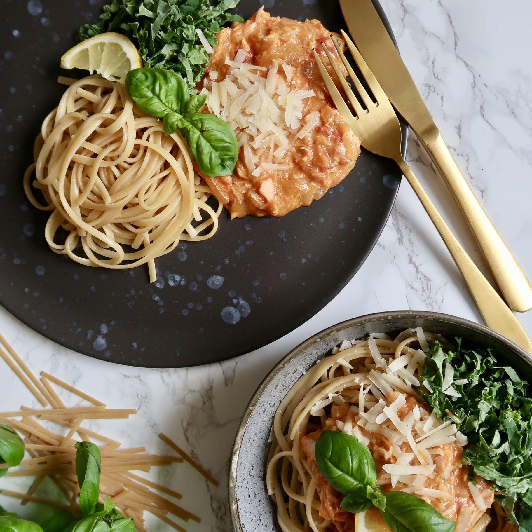 smagsfuld og simpel laksepasta med spinat