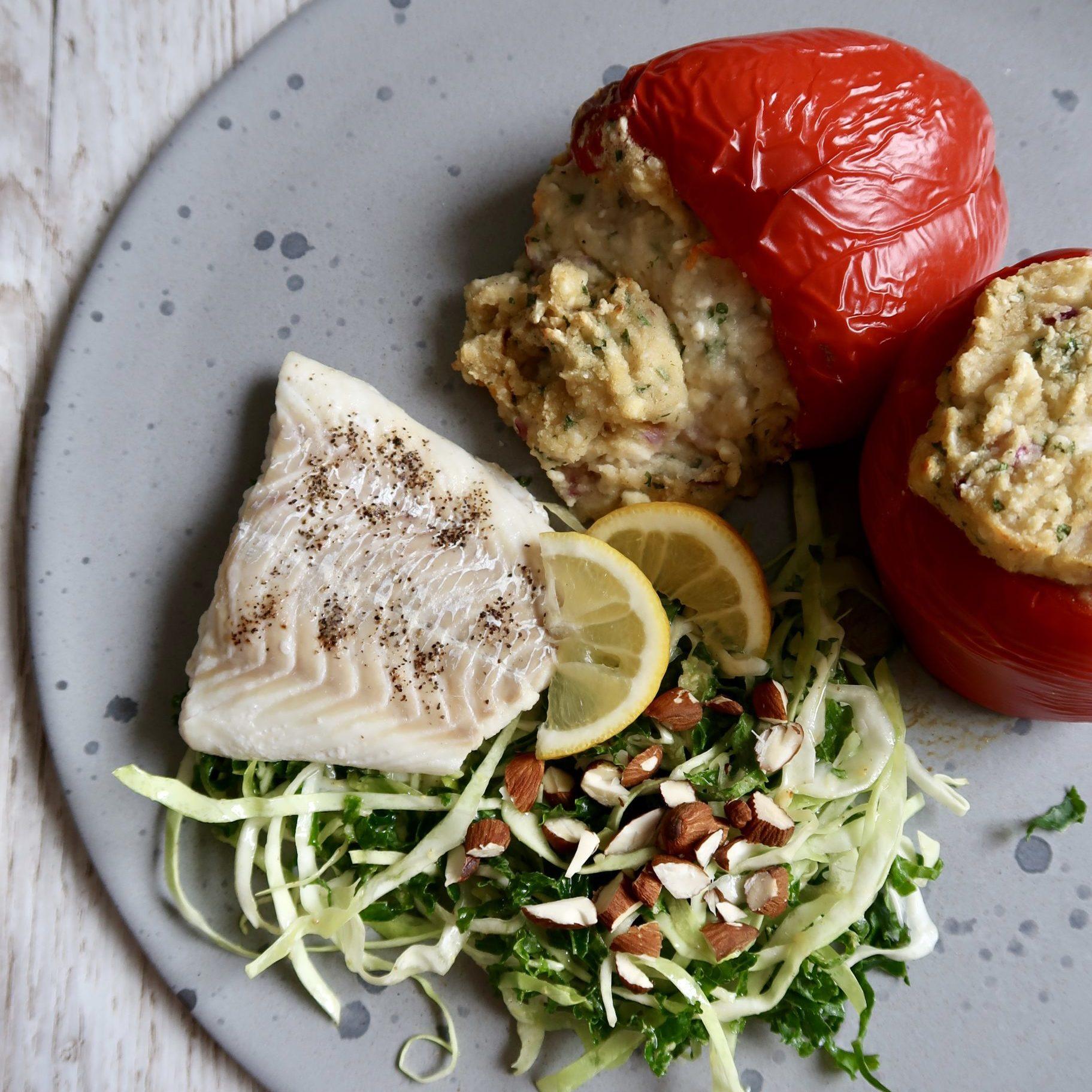 Sensommerret - couscousfyldte peberfrugter med bagt torsk