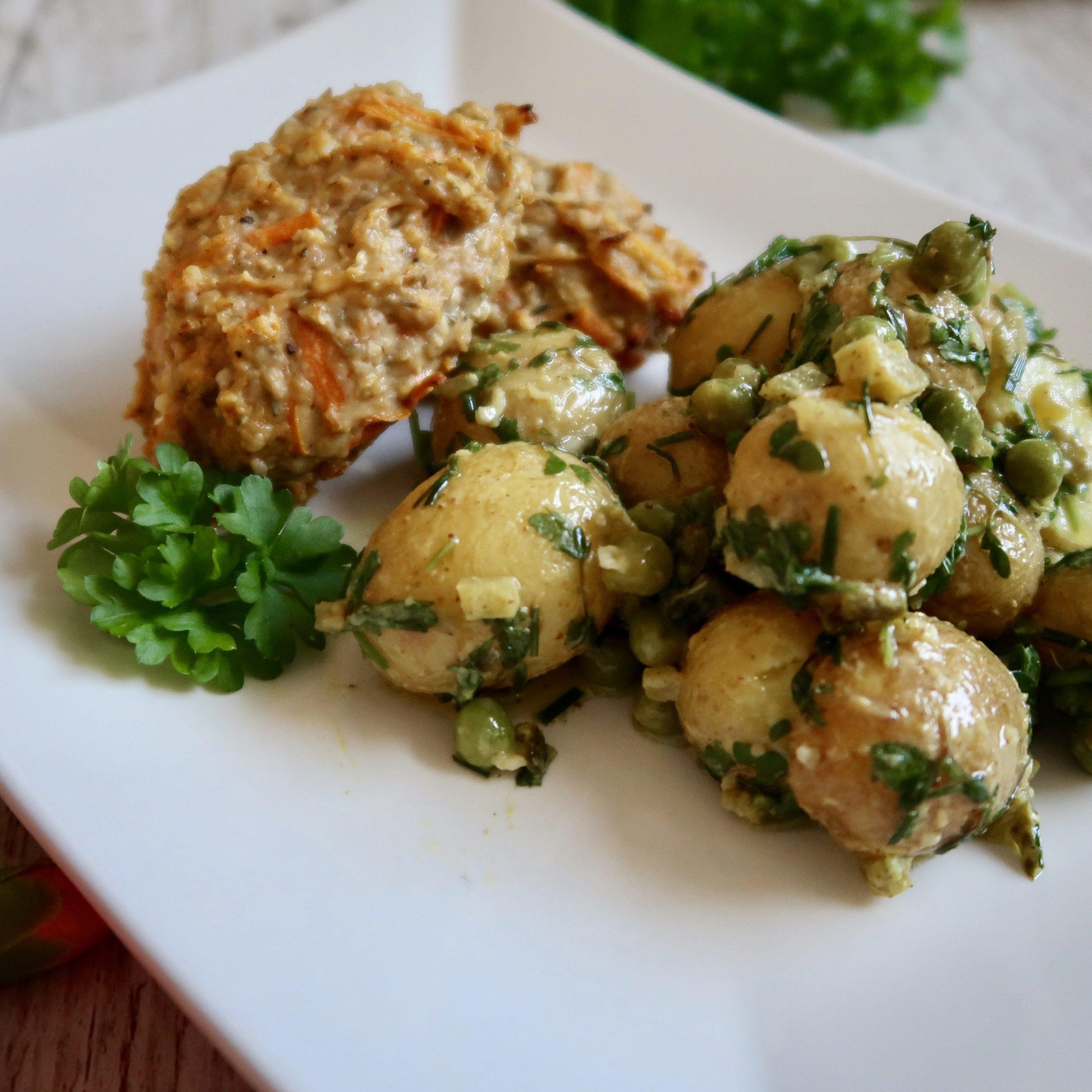 Kartoffelsalat med ærter og urter